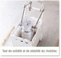 Test de solidité et de stabilité du mobilier
