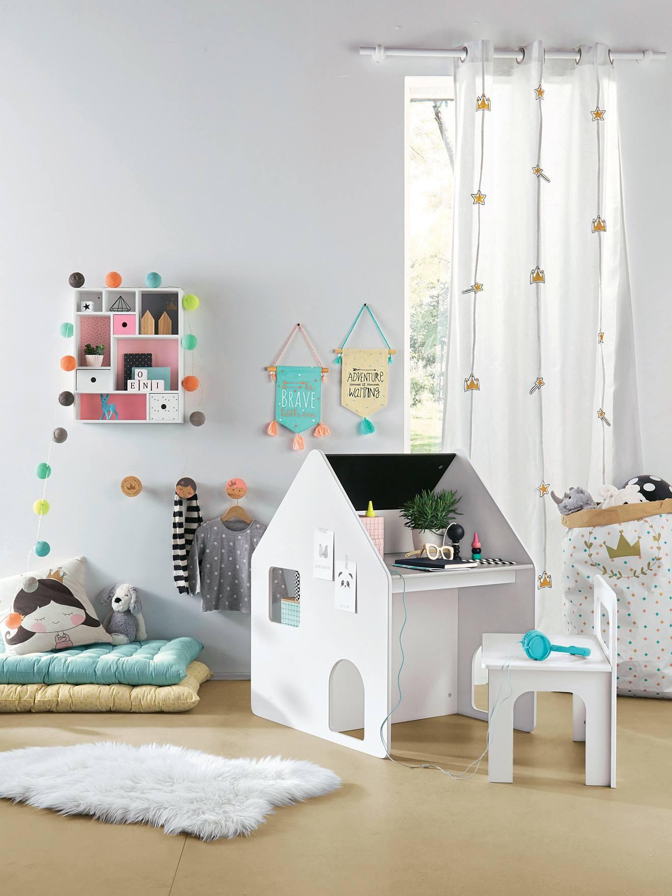 Combin maternelle bureau chaise Casaburo Meubles et linge de lit